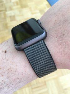 Das graue Nylon-Band und die Apple Watch Sport in Space Gray passen hervorragend zusammen